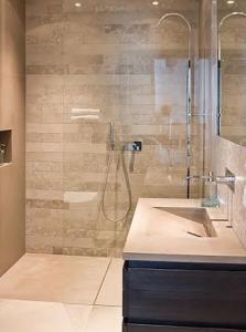Mam's Cleaning & Services expatwoningen schoonmaak badkamer en sanitair