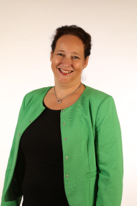Esther Bausch, Mams Cleaning en Services