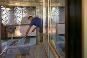 Dieptereiniging sanitair van uw sauna's neemt u contact op met Mam's Cleaning & Services